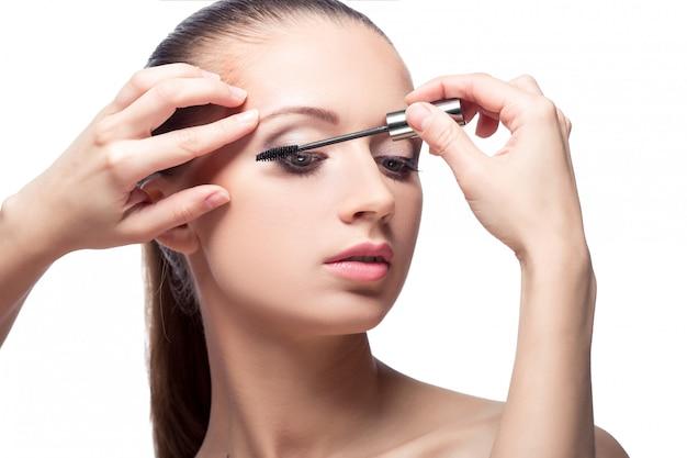Mulher com rímel de maquiagem