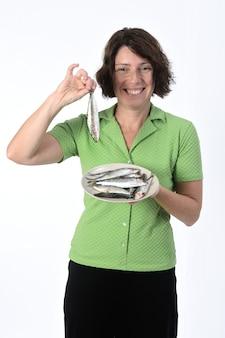 Mulher com sardinha