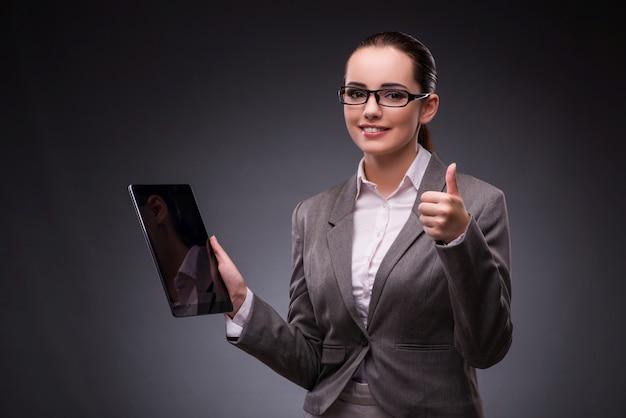 Mulher, com, tabuleta, computador, em, negócio