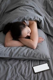 Mulher com tiro médio dormindo