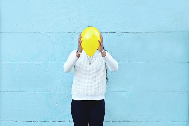 Mulher, com, um, balloon, ligado, seu, cabeça