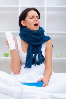 Mulher, com, um, gelado, cama, sob, a, cobertor