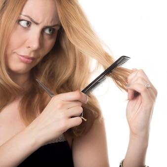 Mulher com um pente de cabelo