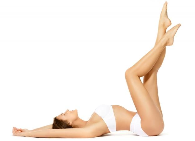 Mulher com uma bela pernas longas