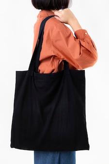 Mulher com uma sacola