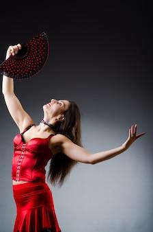 Mulher, com, ventilador, dançar, danças