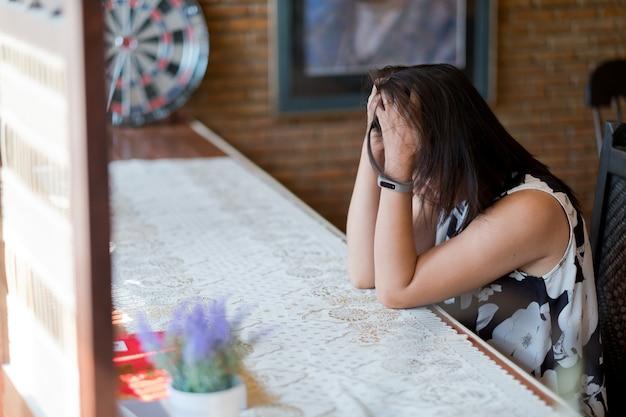 Mulher coração partido, sentir-se triste, mulher infeliz