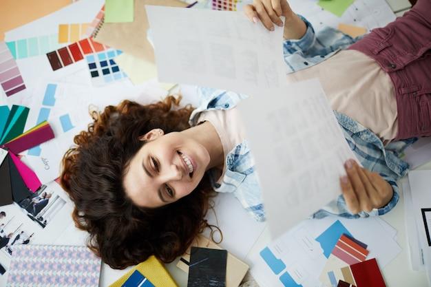 Mulher criativa freelancer