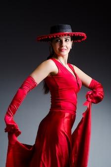 Mulher dança, danças, em, vestido vermelho