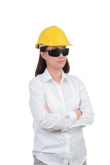 Mulher de arquiteto ou engenheiro olha o retrato inteligente com braços cruzados. mulher, desgastar, proteja, capacete