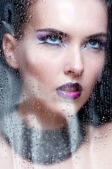 Mulher de beleza com maquiagem perfeita