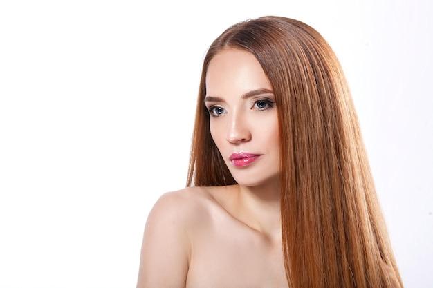 Mulher de beleza com uma bela cor de maquiagem.