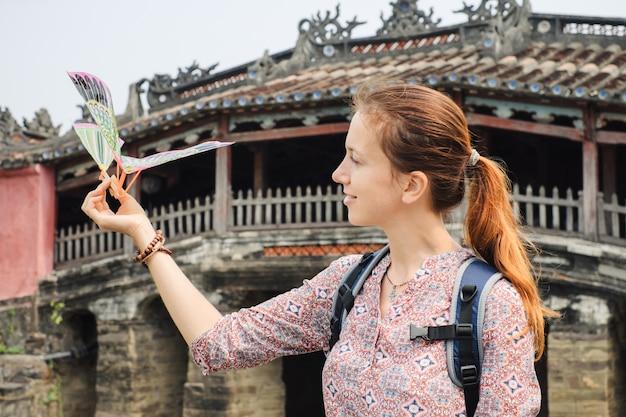 Mulher de férias no vietnã
