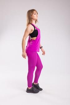 Mulher de fitness em roupas esportivas