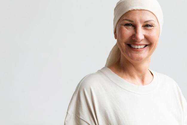 Mulher de meia-idade com câncer de pele