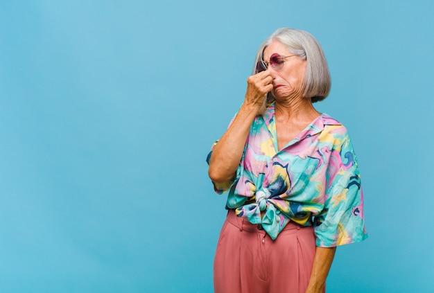 Mulher de meia-idade com nojo
