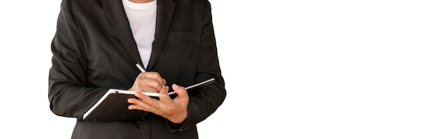 Mulher de negócio que mantem o caderno isolado no branco.