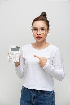 Mulher de negócios asiática que está confusa.