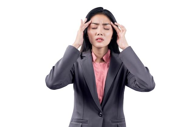 Mulher de negócios asiático com expressão de dor de cabeça