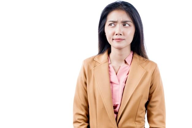 Mulher de negócios asiático pensando em algo