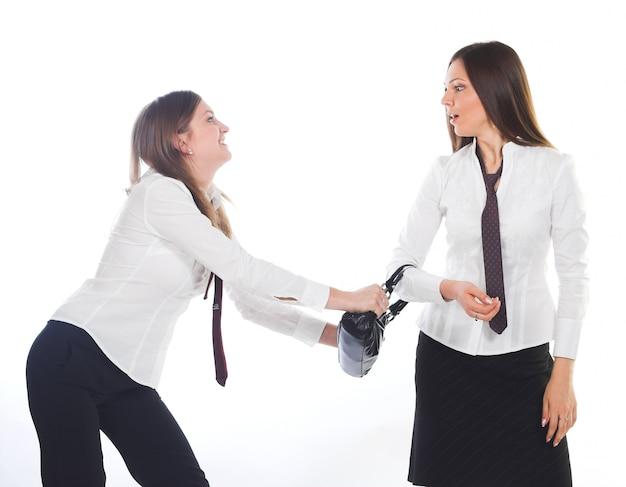 Mulher de negócios atraente dois jovens