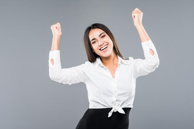 Mulher de negócios bem-sucedida com braços isolados em um branco