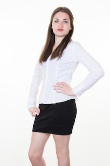 Mulher de negócios bem sucedido em fundo branco com roupas preto e branco