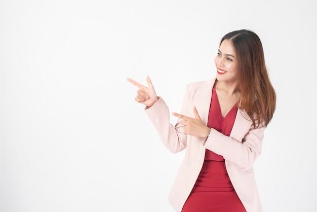 Mulher de negócios bonita no estúdio