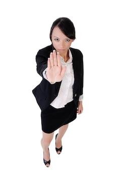 Mulher de negócios dizer não, retrato de corpo inteiro isolado no fundo branco.