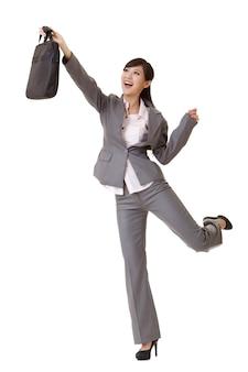 Mulher de negócios empolgante levantando a mão