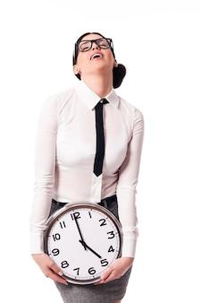 Mulher de negócios gosta da hora de ir para casa