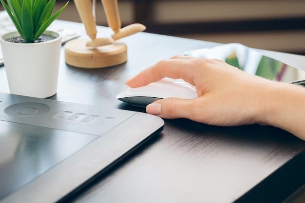 Mulher de negócios, trabalhando com laptop