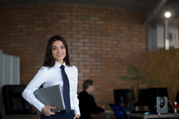 Mulher de negócios, trabalhando no escritório