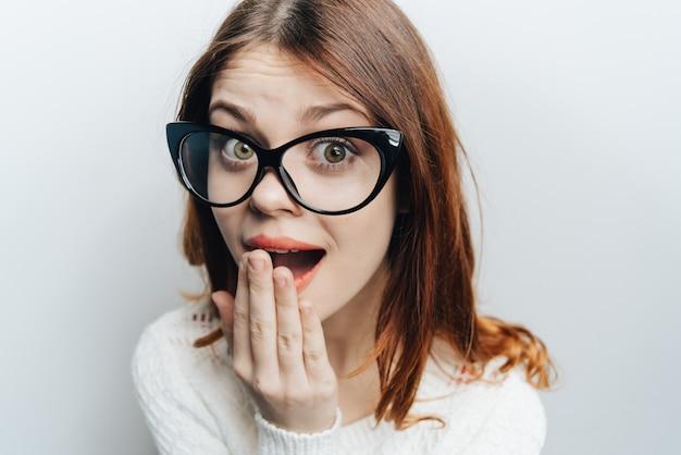 Mulher de óculos de negócios clássico