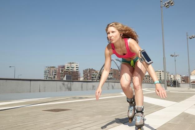 Mulher de patins