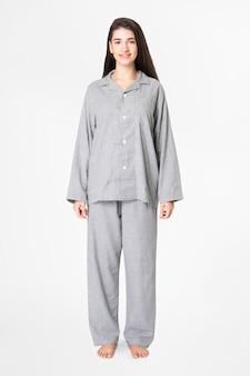 Mulher de pijama cinza confortável roupa de dormir de corpo inteiro