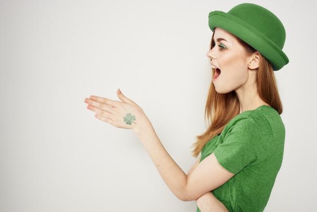 Mulher de verde, dia de são patrício