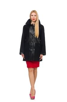 Mulher de vestido e casaco preto isolado no branco