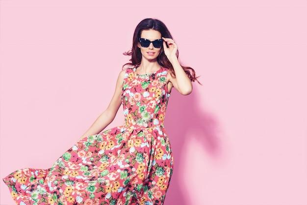 Mulher de vestido floral