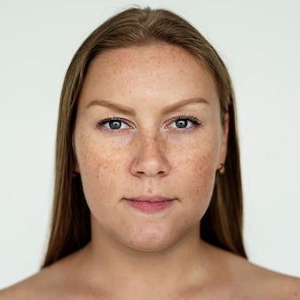Mulher de worldface-russo em um fundo branco