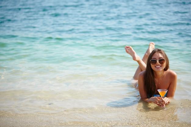 Mulher desfrutar de um mergulho