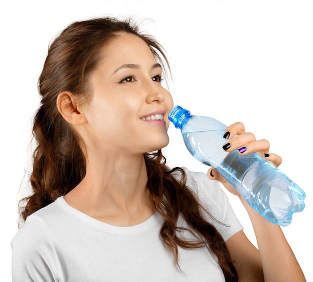 Mulher desportiva com água