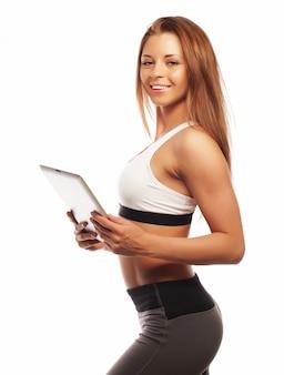 Mulher desportiva com um tablet
