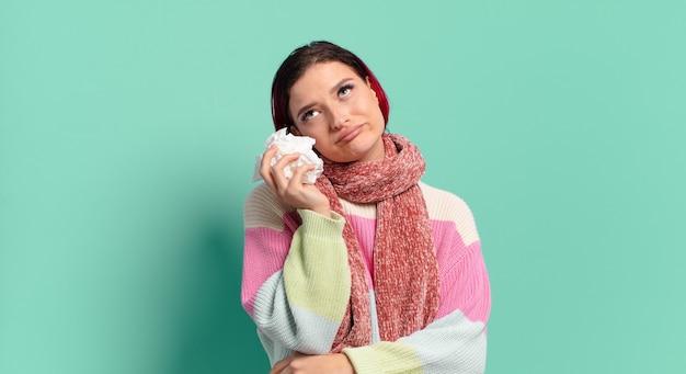 Mulher doente legal de cabelo vermelho. conceito de gripe ou tosse