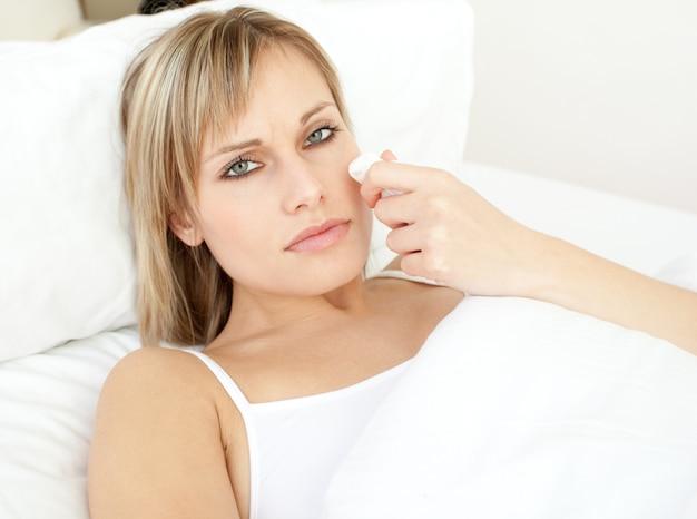 Mulher doente, mentindo, ligado, dela, cama