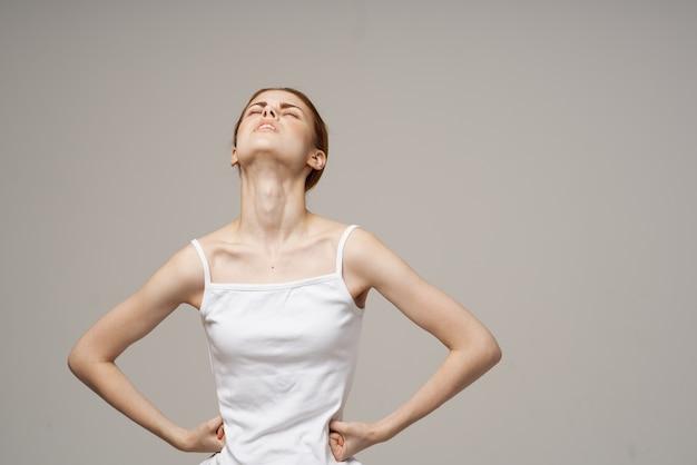 Mulher dor na virilha doença íntima ginecologia desconforto luz de fundo
