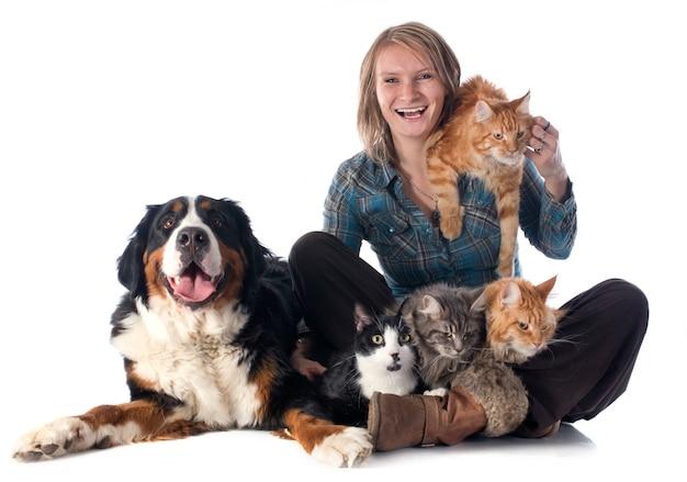 Mulher e animal de estimação