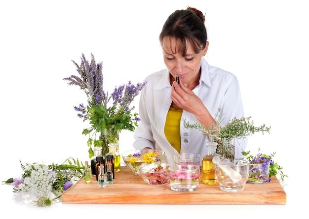 Mulher e óleos essenciais