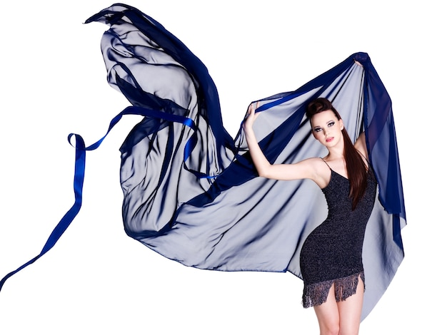 Mulher elegante e bonita glamour com chiffon azul - espaço em branco