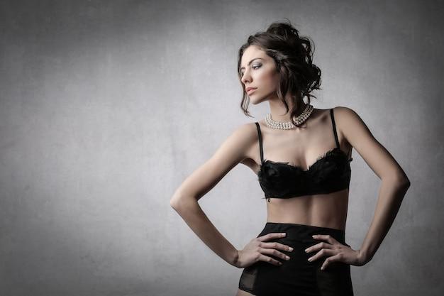 Mulher elegante em lingerie